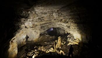 Pogled proti izhodu iz jame